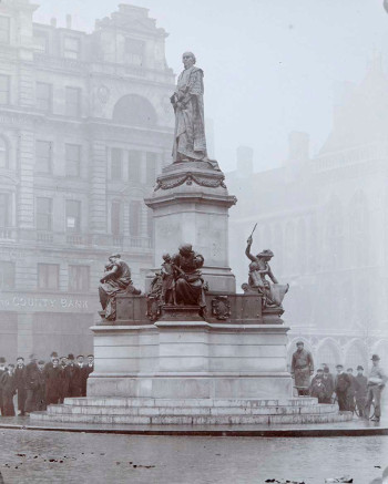 Photograph of William Gladstone Memorial, William Hamo Thornycroft, London, 1905.