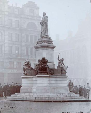 Photograph of William Gladstone Memorial, William Hamo Thornycroft, London, 1905.
