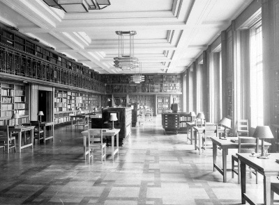 Photograph of the London School of Hygiene & Tropical Medicine Library reading room in 1929.
