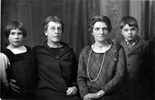 Yvette, Blackwood, Du Sautoy and Victor Dec 1926. Copyright the Royal College of Nursing 2018.