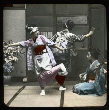 Photo of dancing Geisha girls, Japan, 1913