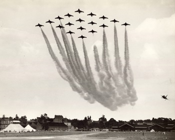 18 Hawker Hunters of 111 Squadron at the Farnborough Air Show in 1960